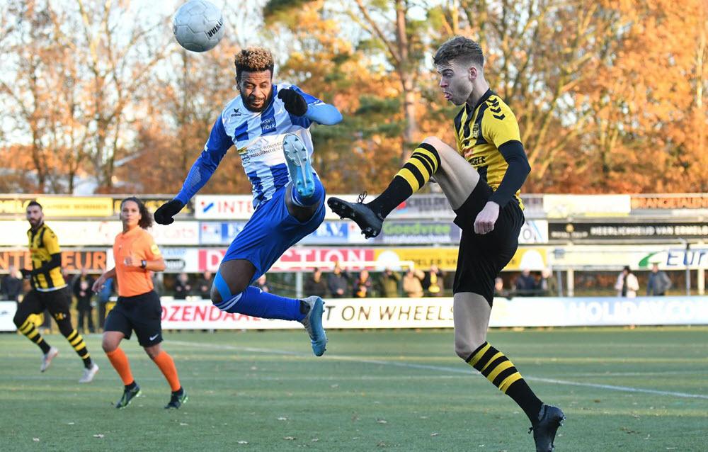 DVS 33 tegen Hoek voetbalwedstrijd