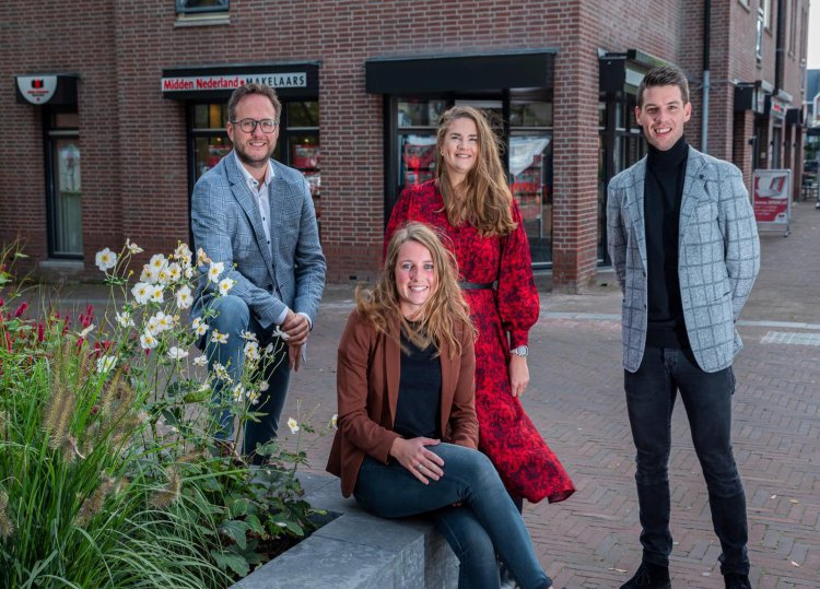 1_Midden_Nederland_Makelaars_team_foto_2021.jpg