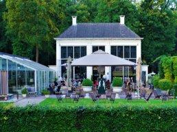 Brasserie Staverden trakteert 100 ouderen bij 10-jarig jubileum