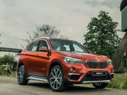 De BMW X1 orange edition