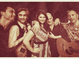 The 70's Unplugged met 'Love the one you're with'