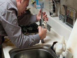 Pas op voor hoge prijzen van loodgieters