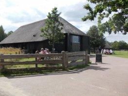 Terrein schaapskooi en bezoekerscentrum Ermelosche Heide weer open
