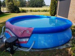 Zwembadje in de tuin: hoe ga je zuinig om met al dit water
