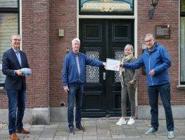Vrienden van St Jansdal bedankt sponsoren voor VR-bril op unieke wijze