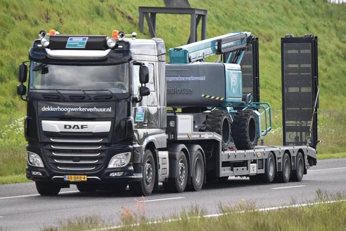 Word jij de nieuwe vrachtwagenchauffeur bij Dekker Hoogwerker Verhuur?